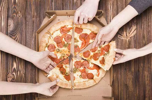 Domicilio, gli italiani preferiscono ancora la pizza