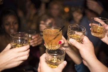 Alcol, Istat: aumenta il consumo occasionale e fuori pasto