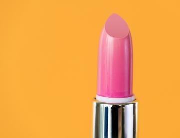 Greenpeace: plastiche e microplastiche anche nei cosmetici