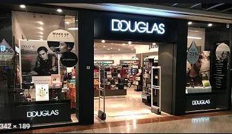 Douglas si rifinanzia, ma taglia la rete