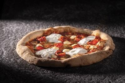 Re Pomodoro firma la nuova Pizza Margherita Top