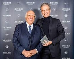 Gian Luca Rana insignito del premio Brand Hero a Save the Brand 2019